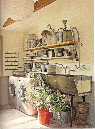<3 <3 love those big old troft sinks!