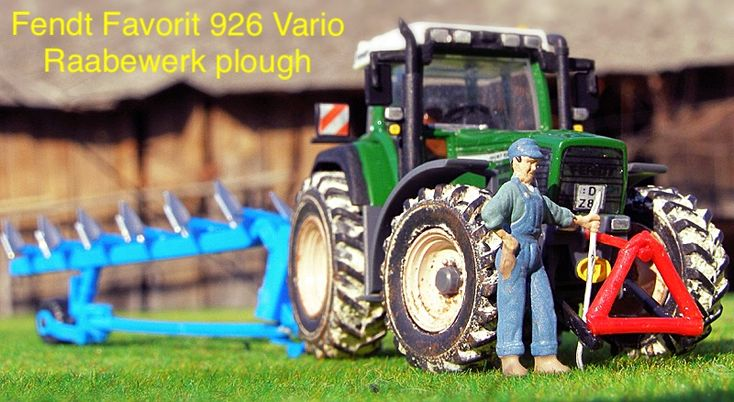 Fendt Favorit 926 Vario with Rabewerk semi-mounted 6 seguence plough; scale 1:87; manufacturer Kibri