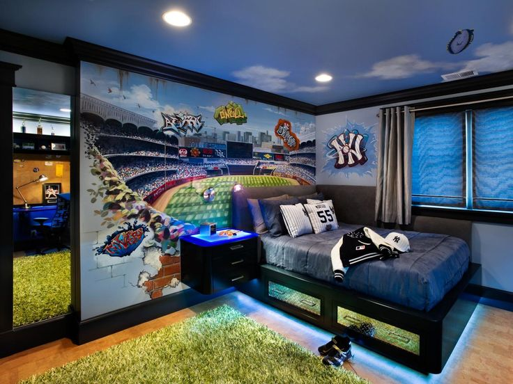 Inspired by his favorite baseball team, a teenage boy's formerly cluttered room is given a Yankees-themed makeover.