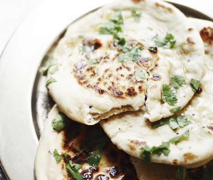 Nytt recept till naan som är indiskt yoghurtbröd. För det mesta brukar jag baka naan i ugnen, men detta recept är lämpligast att baka naan i stekpanna. Naan blåser upp nästan som pitabröd. Perfekt bröd till indisk curryvare sig tikka masalaeller kyckling korma. Naan smakar bäst ner det är nybakat. Går bra att frysa och …
