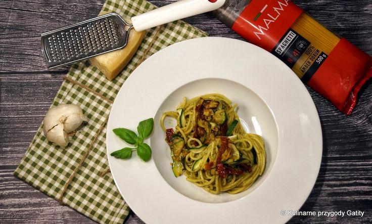 Kulinarne przygody Gatity: Spaghetti z pesto, cukinią i suszonymi pomidorami