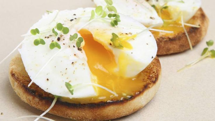 Looking for a delectable alternative to scrambled or over-easy eggs? Betty can help you learn how to poach eggs in just 15 minutes.