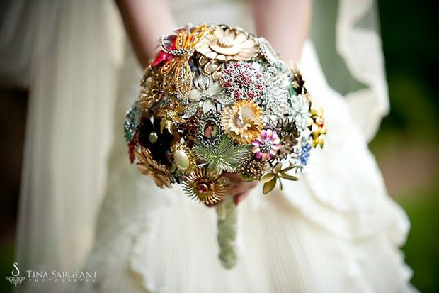 Vintage Brooch Bouquets – I just learned about these and I love love love them!Wedding Trends, Bridal Bouquets, Vintage Wedding, Brooches Bouquets, Vintage Pin, Wedding Bouquets, Handmade Flower, Vintage Brooches, Broach Bouquets