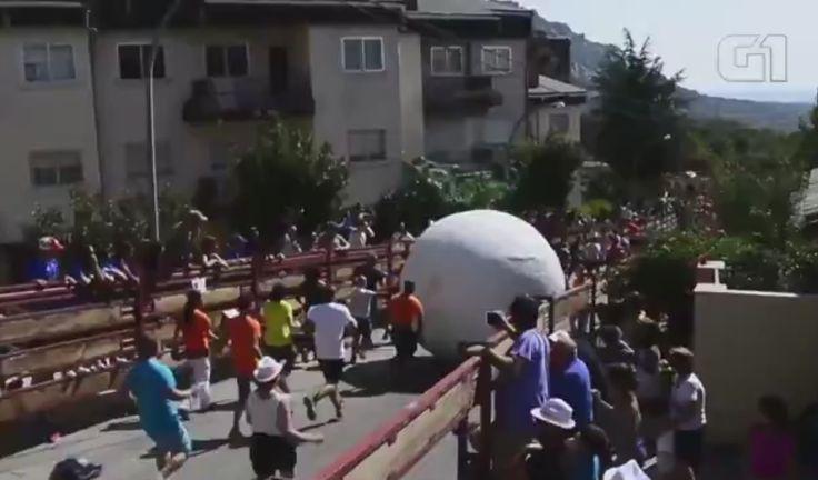 Bolas gigantes de 200 kg substituem corridas de touros na Espanha; veja vídeo