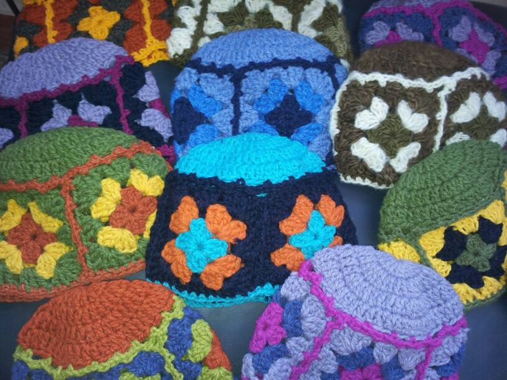 Hermosos gorros tejidos con crochet... Lana chilota.