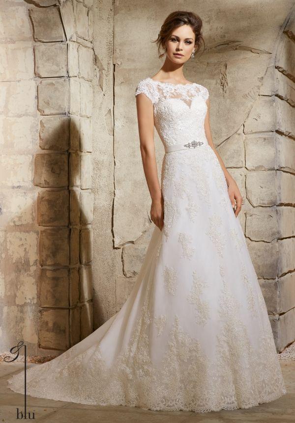 5370 Brautkleid von Mori Lee Kollektion 2016 aus Spitze in A-Linie mit einem Gürtel. kurze Schleppe