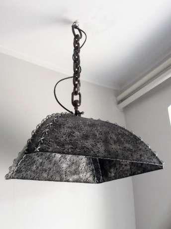 Witam. Kolejna moja propozycja dla fanów stylu INDUSTRIAL. Lampa w 100% ręcznie wykonana. Wyjątkowy design. Materiał - stal. Szyta stalową linką. Oprawka E-27. Ograniczenie mocy żarówki standardowej  ...