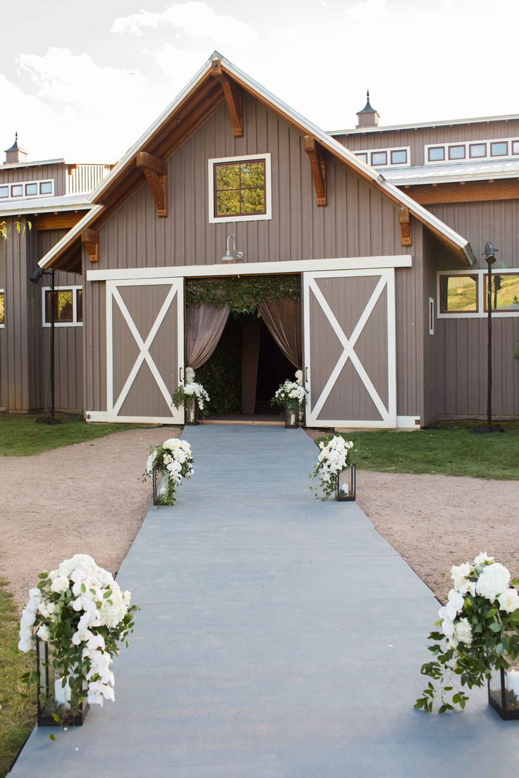 Barn Wedding Venue in Aspen  Photography: Perez Photography Read More: http://www.insideweddings.com/weddings/incredible-tented-ceremony-barn-reception-at-ranch-in-aspen/860/