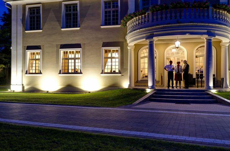 Pałac Brzezina + restauracja.