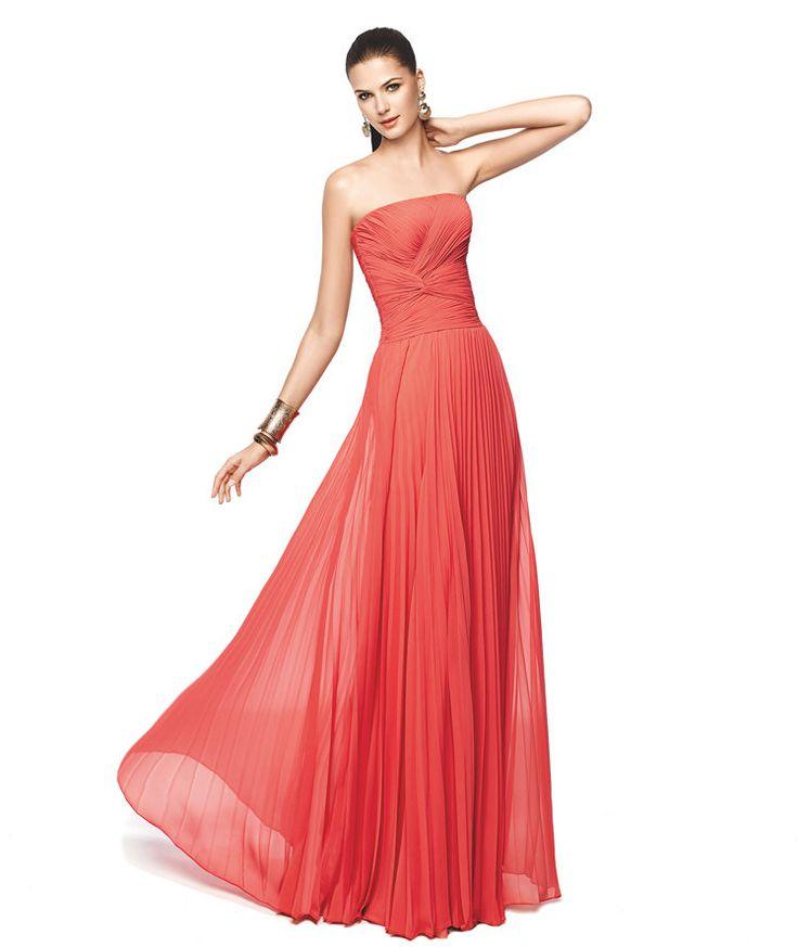 Vestido de fiesta rosa coral ideal para damas de honor Modelo Nerina - Pronovias 2015