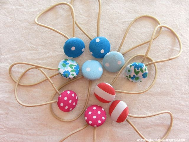 Make these adorable (and easy!) covered button hair ties for your little one... or for yourself!