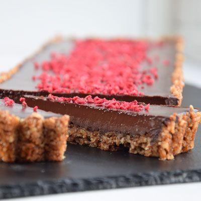 Enkel og vanedannende chokoladetærte med få ingredienser, der tilmed er hurtig at lave.