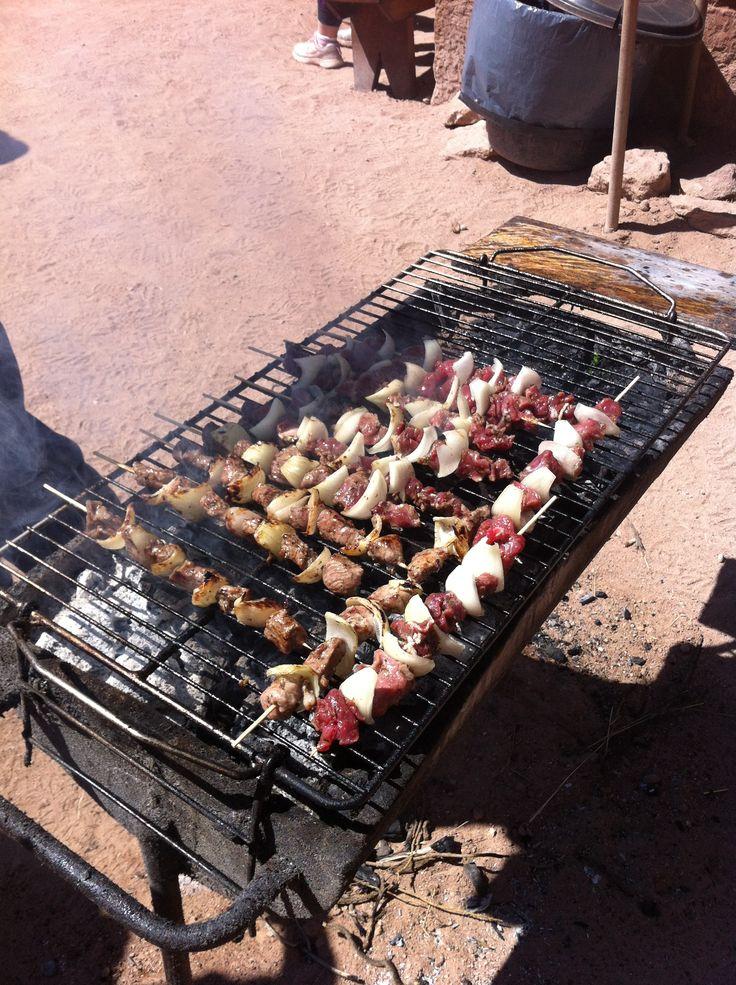 Anticucho (pinchito) de carne de llama. Una autentica delicia.