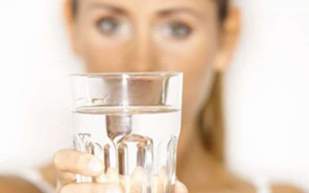 Μάθετε πώς θα ξέρετε αν πίνετε αρκετό νερό