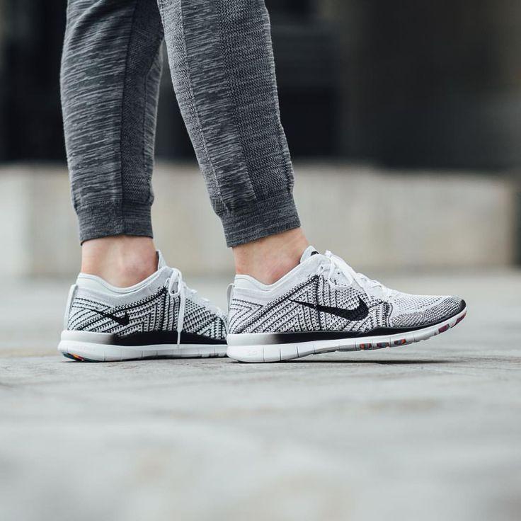 Nike Wmns Free TR Flyknit: White/Black/Pure Platinum
