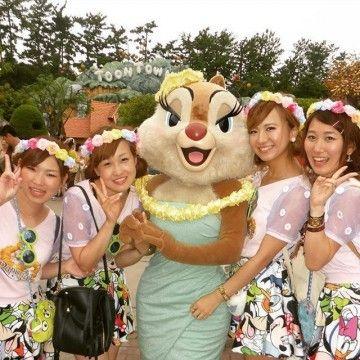 白トップス×キャラクタースカート ディズニーのお揃いかわいいファッション スタイル 参考コーデ♪
