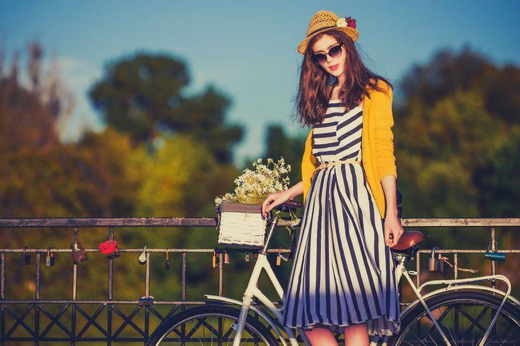 Andare in bici ha molti vantaggi e gioie, ma lo sapevate che è attualmente di moda? Sì, avete sentito bene! Andare in bicicletta da donne e bambini è in realtà una nuova tendenza al giorno d'oggi. Questa epoca è di essere indipendente e andare in bicicletta ti permette di essere cosi. Andare in bici…