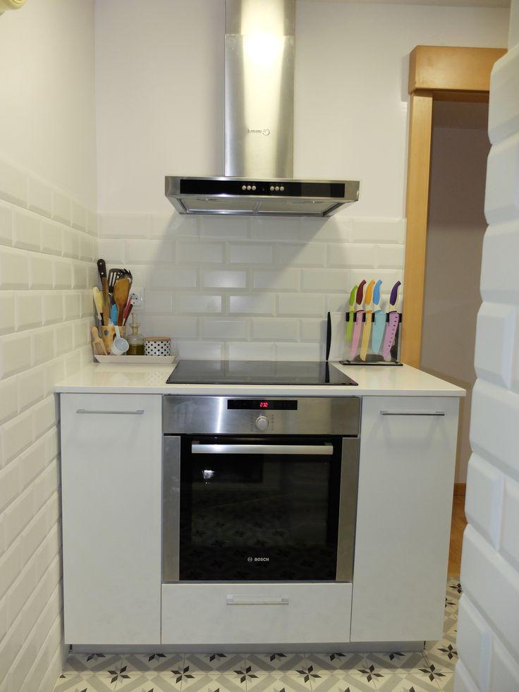 Reforma de cocina peque a en barcelona con baldosa tipo - Pavimentos para cocinas ...