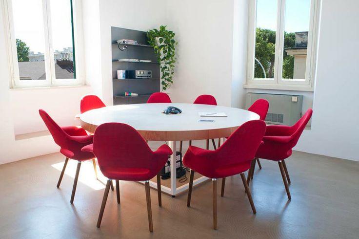 Tavolo riunioni in legno , metallo , resina