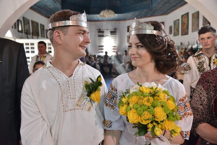 Mihaiela și Iulian. Nuntă tradițională acasă, în Bucovina.
