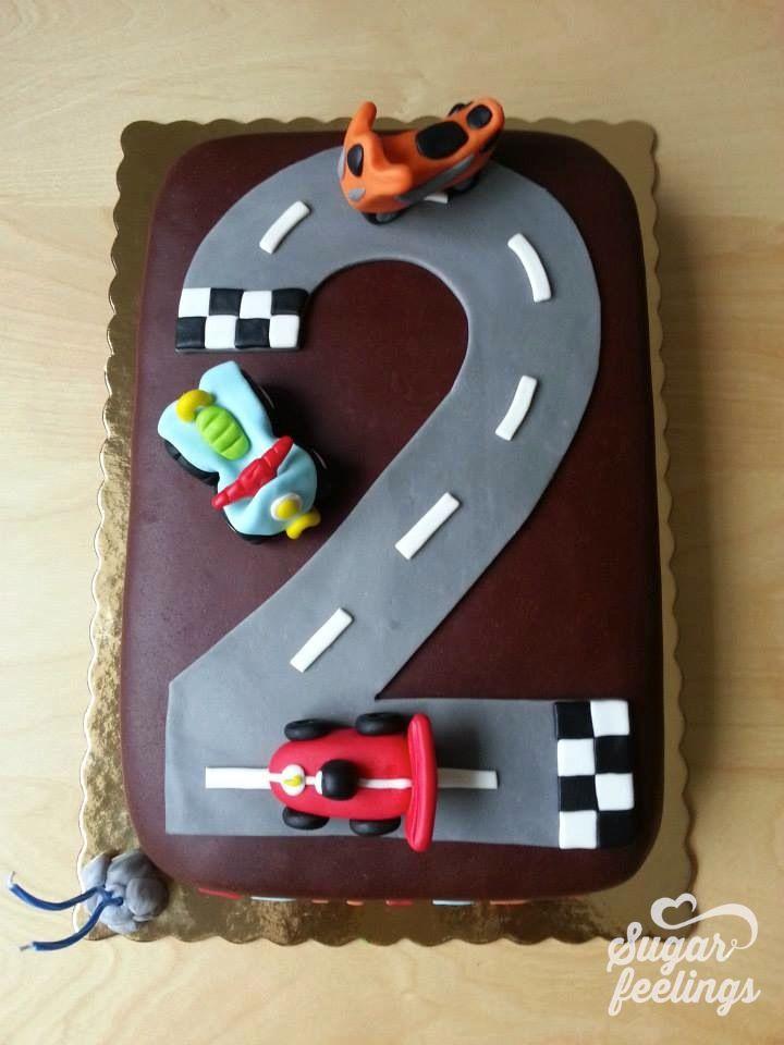 A corrida: carro, mota e moto4