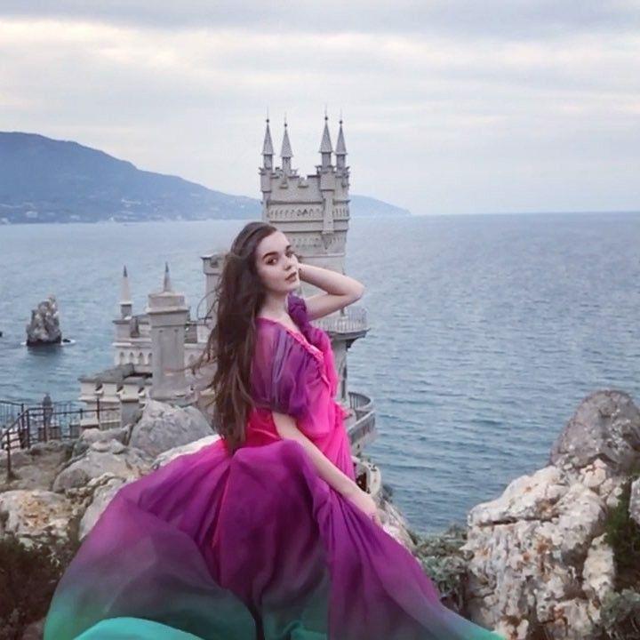 Мы провели 12 съёмок по всему Крыму - начиная от Бахчисарая и заканчивая Коктебелем... это было... нереально круто! ❤️ скоро скоро покажу…