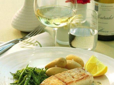 Ugnsstekt hälleflundrafilé med smörig sås Receptbild - Allt om Mat