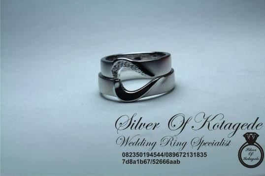cincin pernikahan model love