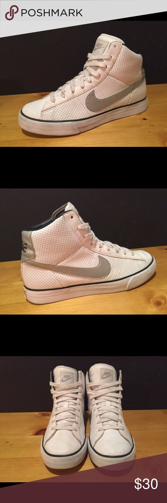 Women's Nike Shoes! Women's Nike Shoes! Size 9.5- White & Gray - pre owned, great condition- see pictures Nike Shoes Sneakers