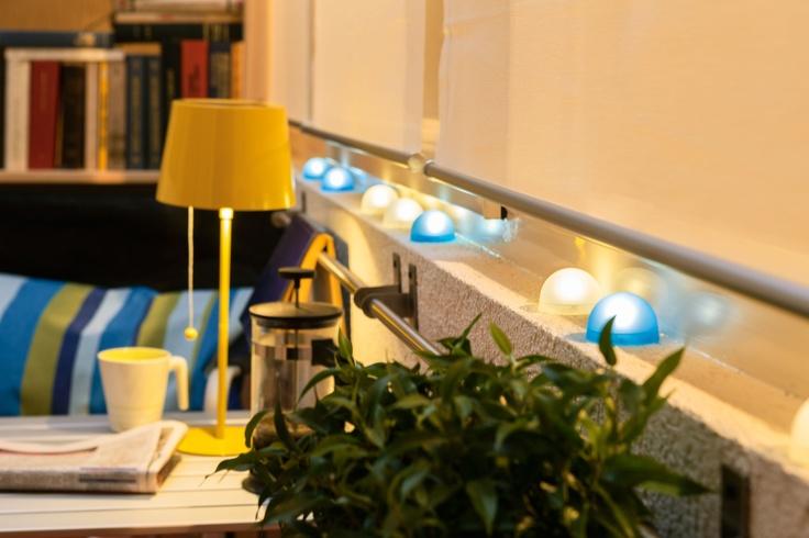 Colorează atmosfera serilor liniștite de lectură ȋn balcon, cu corpurile de iluminat SOLVINDEN.