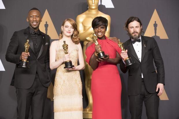 Оскар 2017: самые яркие конфузы в смешных твитах и мемах  https://joinfo.ua/showbiz/1198893_Oskar-2017-samie-yarkie-konfuzi-smeshnih-tvitah.html  После церемонии награждения Оскар 2017 в сети ширятся самые остроумные твиты и смешные мемы Оскар 2017: самые яркие конфузы в смешных твитах и мемах , подробнее...