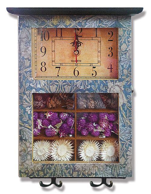 Sofa Askılı ve Anahtarlık Ahşap Duvar Saati  Ürün Bilgisi ;  Ürün maddesi : Ahşap Saat, akar saniye olduğu için sessiz çalışır İçine anahtalık asma yeri mevcuttur Tek kalem pil ile çalışır Çok şık ve değişik bir ürün Yandan açılır ve anahtar koyma yeri 2'li askılık yeri Cam içinde görünen nesneler mevcuttur Farklı tasarıma sahip olmak istiyenlere önerilir Mutfaklar için genel olarak kullanıma uygundur Görünen nesneler görüntü değil aynen içinde bulunmaktadır