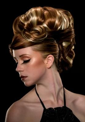 Love big hairdo's. I could see me in this style!Artists Hair, Fashion Hair, Hair Style, Hair Oh, Avant Garde Hair, Hair Stuff, Big Hairdos, Hair Inspiration, Hair Shows
