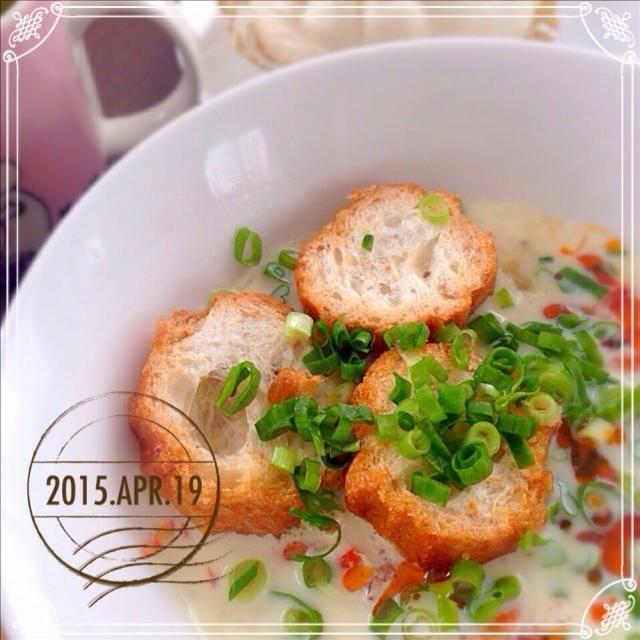 昨日はお友達夫婦と四人で焼き鳥屋→蕎麦屋のまさかのハシゴ。とても楽しかったけど、食べ過ぎました(°∀°;) ので、本日は食べ過ぎ飲み過ぎの定番、鹹豆漿を作りましたよ〜。 見えないですが、なかはメンマと筍の佃煮が入ってます。 Mayさん、やっぱり美味しいよ〜。 ジャン友のHajimeさん(連日すみませんー)とreiさん、食べ友よろしくです! - 260件のもぐもぐ - 飲み過ぎの翌日の定番。Mayさんの鹹豆漿 〜シェンドウジャン〜♡ by sakuramochi14