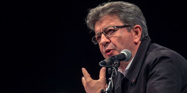 Member of European Parliament for the French leftist party Parti de Gauche (PG), founder of La France Insoumise (Unsubmissive France) movement, and candidate for the 2017 French presidential election, Jean-Luc Melenchon, gives a speech on September 27, 2016, during a political meeting at the Salle de la Faencerie in Boulogne-sur-Mer, northern France. / AFP / PHILIPPE HUGUEN