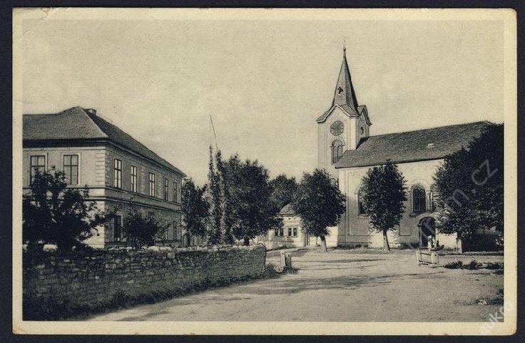 51-Praha-západ, Třebotov, Náměstí s kostelem,