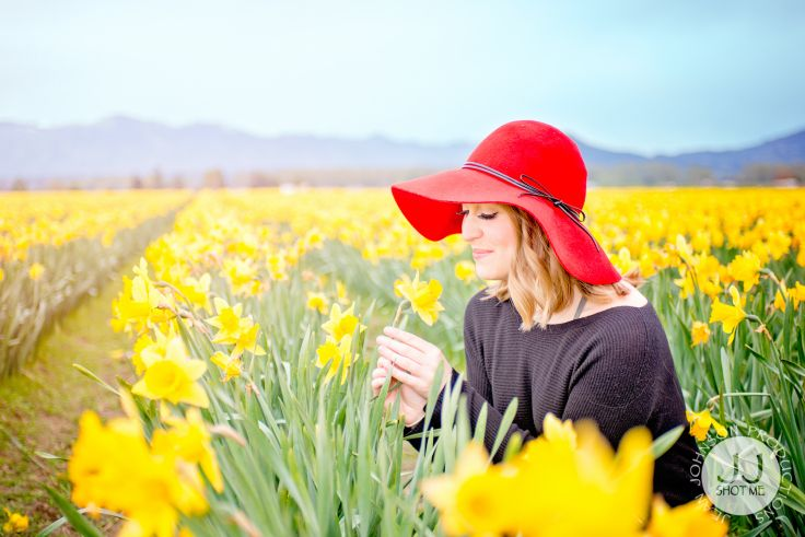 Daffodil Flowers Photos | Portrait Session in Flower Fields | Spring Photography Inspiration & Ideas | Jean Johnson Productions - www.jjshotme.com
