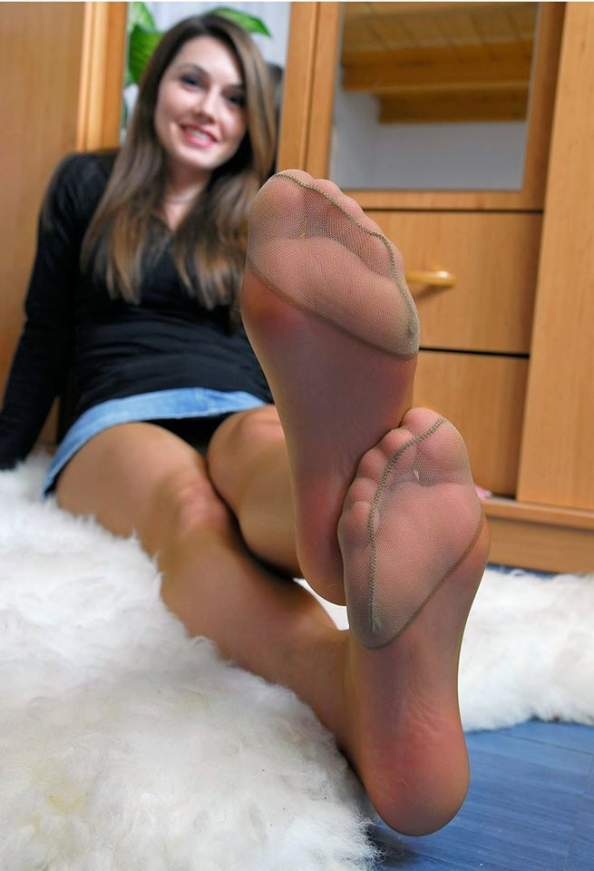 Pantyhose feet fetish