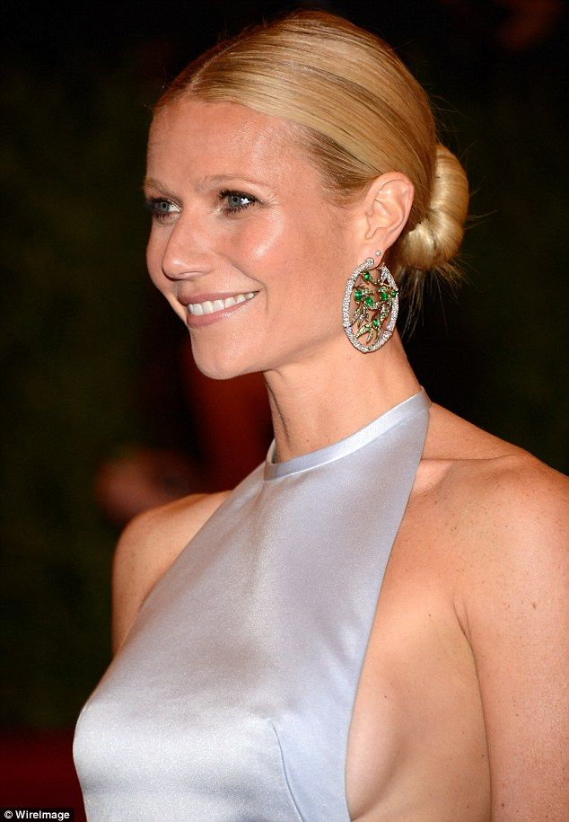 Gwyneth's sleek hair, understated makeup and crazy bling earrings - love it! #METGala: Celebrity, Gwyneth Paltrow, Hairstyles, Beautiful, Met Ball, New York, Gwynethpaltrow, Earrings, Low Buns