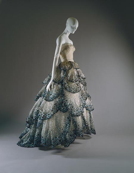 Vintage Dior (1949). The skirt reminds me a little of Marion Cotillard's Oscars dress. Beautiful.