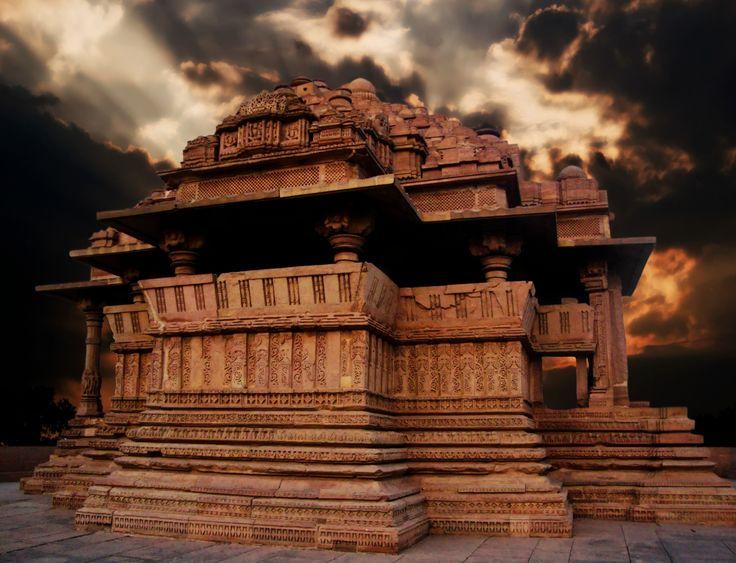 Sas_Bahu_temple,_Gwalior source-wikimedia