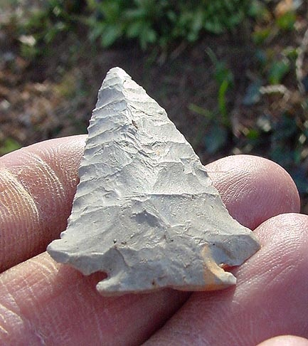 dating indian arrowheads Locals have for years dug for indian artifacts such as points (arrowheads) and other remnants indicative of early indian activity in the area recent archeological excavations in norfolk have confirmed all of the above with the finding of points, flakes and other artifacts including radiocarbon dating of charcoal from campfires.