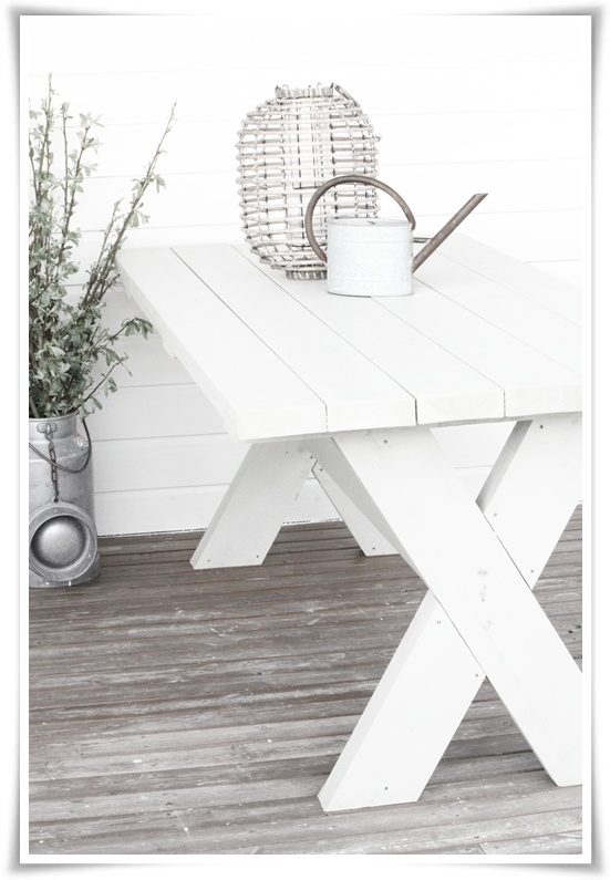 spisebord eller hagebord ute