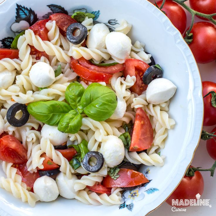 Salata Caprese cu paste / Caprese pasta salad