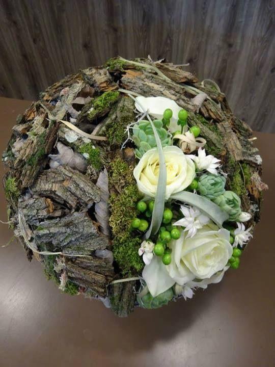 Sehr schön, Natur und Floristik verbunden in einem Werkstück