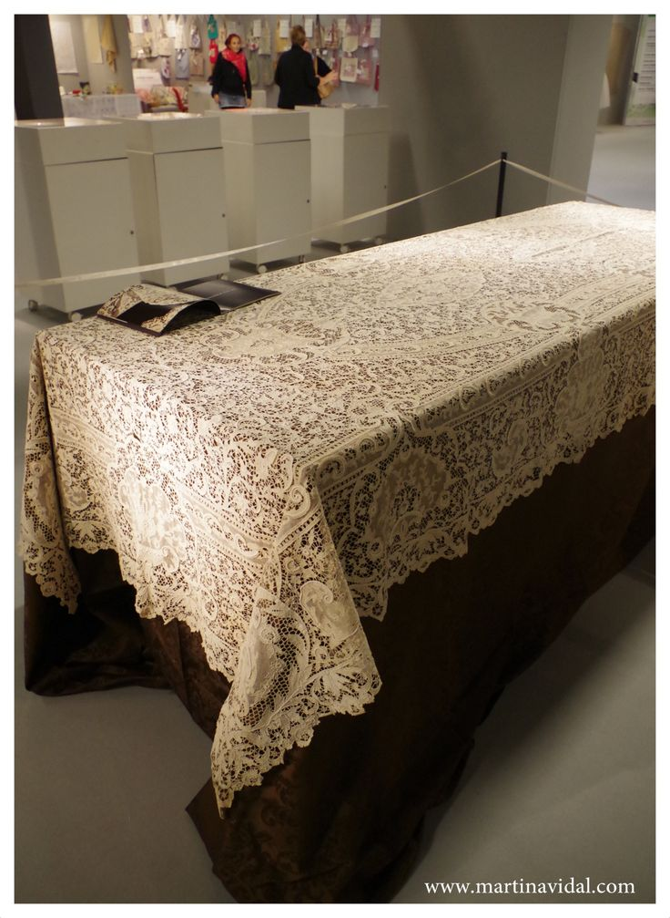 Mostra di merletti antichi ad #abilmentevicenza2015: Tovaglia in merletto veneziano - Tablecloth of lace made in Italy Venice island Burano