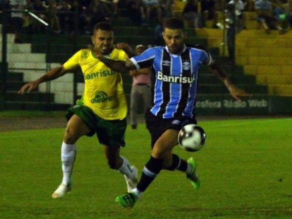 Grêmio vence o Ypiranga por 2 a 1 e assume a liderança do Gauchão