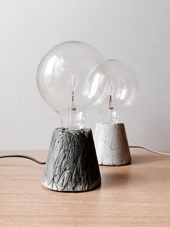 lampada da tavolo in cemento fatta a mano
