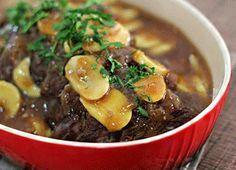 Rendimento1 porções Ingredientes- 1 peça de maminha entre 800 g e 1,2 kg- 2 cebolas grandes picadas- 3 dentes de alho picados- 1 envelope de c ...