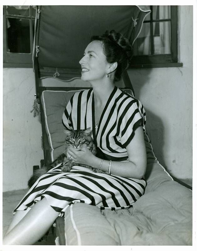 Agnes Moorehead & CAt Celebrities with cats, Agnes